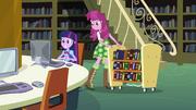 Twilight e Cheerilee na biblioteca EG