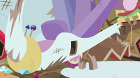 Wing snaps off of Rarity's swan cart S6E14