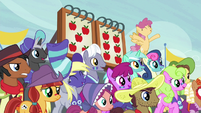Ponyville spectators cheer; Appleloosa spectators sad S6E18