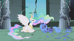 Princess Celestia talking with Princess Luna S1E2