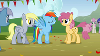 Rainbow Dash arrives to the competition S1E13