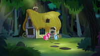 Rainbow and Pinkie Pie reach A. K.'s house S7E18