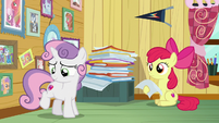 Sweetie Belle looking at her cutie mark S7E6