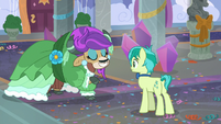 Yona demonstrates the pony cotillion S9E7