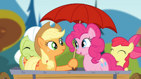 Applejack holding an umbrella S4E09