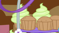 Cupcakes with and without the icing S5E19.png