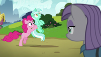 Pinkie Pie carrying Lyra Heartstrings S7E4