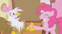 Pinkie zapping Gilda S1E05