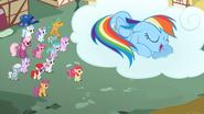 S02E06 Rainbow śpi na chmurce