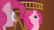 S03E03 Jeden z klonów Pinkie ma twarz Pinkie z poprzedniej generacji