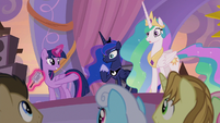 Twilight dedicates new holiday to Celestia and Luna S9E17