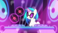 DJ Pon-3 swapping the vinyl records S6E9