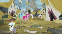 Gilda apologizes to Pinkie and Rainbow S5E8