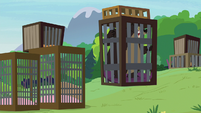 Grizzy bear gets stuck inside the cage S7E5