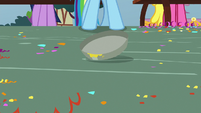 Pie tin clattering on the ground S7E23