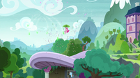 Pinkie Pie descends toward the ground S8E7
