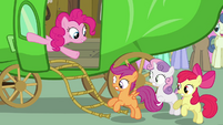 Pinkie Pie putting out rope ladder S3E4