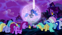 Ponies bowing to Princess Luna S5E13
