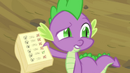 S02E22 Spike pokazuje listę nieobecnych pegazów