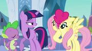 S03E01 Pinkie zdejmuje z siebie strój Fluttershy
