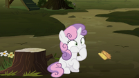 Sweetie Belle choking on something S8E10
