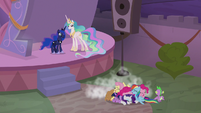 Twilight and friends in a pony pile S9E17