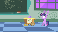 Twilight trying to hatch the egg S1E23