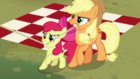 Applejack and Apple Bloom pull on tent rope S7E16