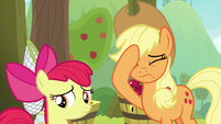 Applejack face-hoofs S9E10