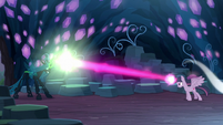 Fake Twilight overpowering Queen Chrysalis S8E13