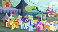 Flower trio selling flowers to ponies S7E19