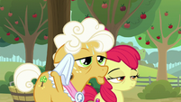 Goldie Delicious wipes away her sweat S9E10