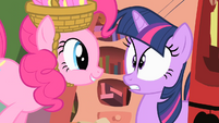 Pinkie spooking Twilight S01E25
