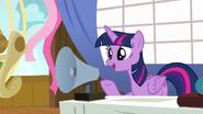 S07E22 Twilight mówi do megafonu
