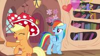 Applejack dancing S4E04