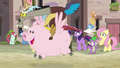 Discord racing a Pigasus through Our Town S6E26.png