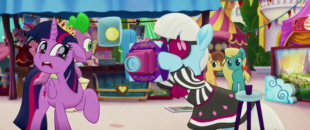 File:Photo Finish taking pictures MLPTM.png