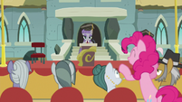 Pinkie Pie pops up behind her parents S7E4