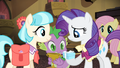 Rarity being given the box S4E08.png