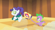 Spike abanando Rarity T1E20