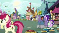 Starlight and Maud enter the marketplace S7E4