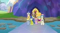 Tourist ponies looking at Spike S8E11