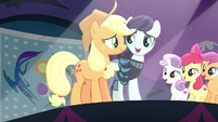 Applejack joins Rara on stage S5E24