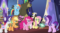Main five gathered in front of Starlight S6E21