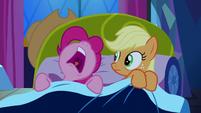 Pinkie Pie sleeping beside Applejack S5E13