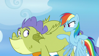 Rainbow telling Sludge to flap his wings S8E24