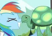 S02E07 Tank i Rainbow pocierają sobie noski