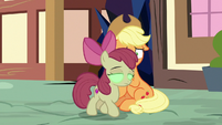 Sombrafied Apple Bloom unresponsive to AJ S9E2