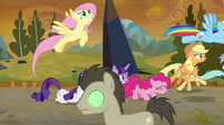Sombrafied ponies stampede past Mane Six S9E2