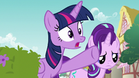 Twilight Sparkle calling out to Rarity S7E14